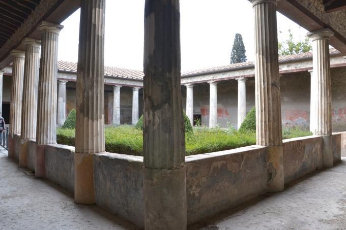 Pompeii - Pompei - Loreio Tiburtino